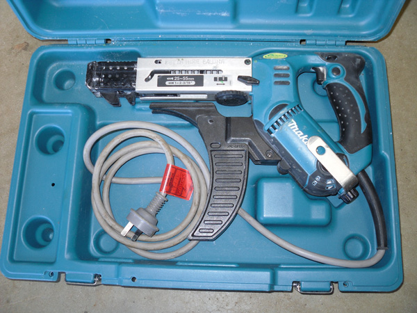 Power-Tools-Collated-Drywall-Screwgun1